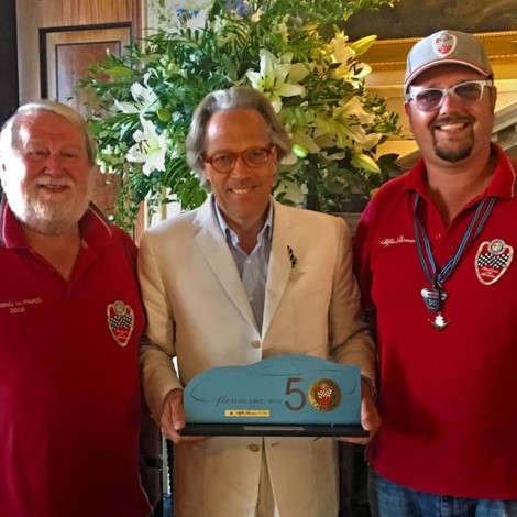 """Goodwood Festival of Speed 2018: the President of the Scuderia Marco and the Team Manager Andrea Cajani give the trophy """"Alfa Romeo Champions by Scuderia del Portello"""" to the Duke of Richmond."""