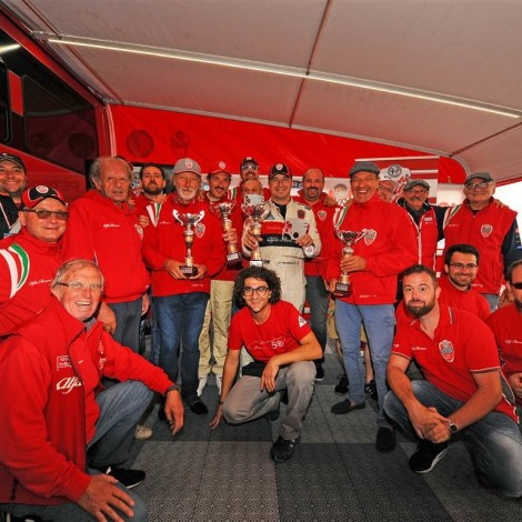 Vallelunga - The staff and the drivers of the Scuderia del Portello with a few members of the Cuore Sportivo Lazio celebrate the success of the weekend